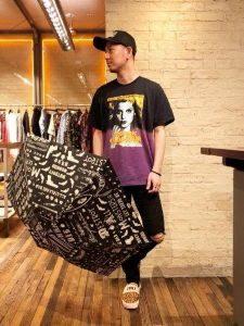 柄の日傘 柄シャツ 男性 コーデ
