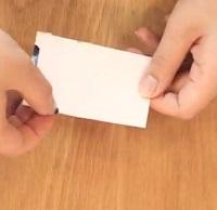 カードの縁にマスキングテープを貼る