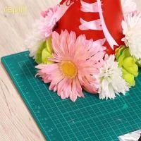花をつけたメガホン