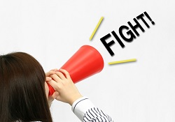 メガホンで応援する女性 FIGHT
