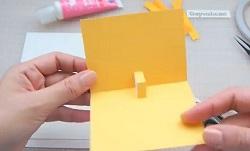 画用紙を内側に折り込む