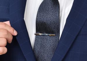 ネイビーのスーツ ネイビーのネクタイ ネクタイピン