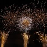 みさとサマーフェスティバル花火大会2020の日程と穴場!有料席は?