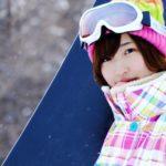 スノーボードを持った女の子