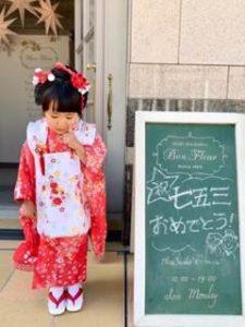七五三 赤い着物の3歳の女の子