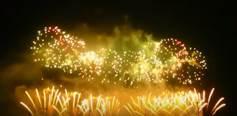 豪快な打ち上げ花火