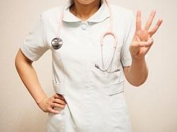 3つのポーズをとる聴診器を首に懸けた女医さん