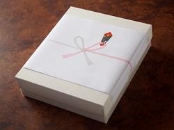 のし紙がかけられた贈り物
