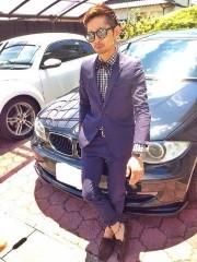 車 スーツ 男性 サングラス