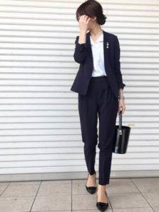 スーツ 女性 シンプル