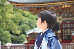 七五三 袴姿の男の子 神社