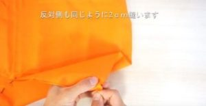 オレンジの布でかぼちゃを作る