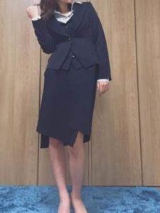 女子 ネイビーのスカートスーツ