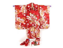 子供用の赤色の着物