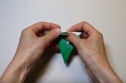 折り紙の折り目をつける