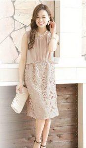 結婚式 披露宴 女性 服装 40代 ドレス ピンクベージュ