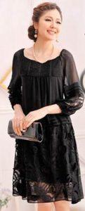 結婚式 披露宴 女性 服装 黒のシルクドレス