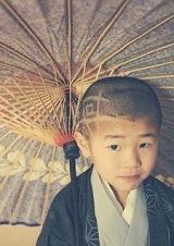 七五三 袴を着た男の子 坊主