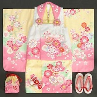 黄色とピンクの女の子の着物