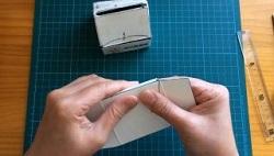 牛乳パック 底の部分 白い方を表になるように折る