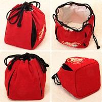 刺繍入りの赤い巾着袋