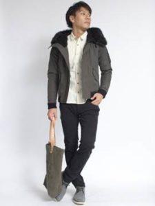 グレーのスエードブーツ グレーのジャケット 男性