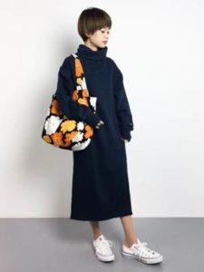 ネイビーのワンピース 花柄のマザーズバッグ