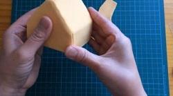 牛乳パックの家 紙粘土 薄く伸ばす