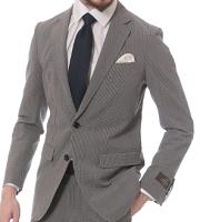 男性 スマートカジュアルコーデ グレーのスーツ 紺のネクタイ