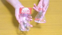 ペットボトルを2つに切る