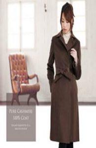 結婚式 披露宴 女性 服装 ブラウンのコート