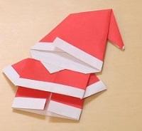 赤い折り紙で作ったサンタクロース