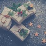 彼女にクリスマスプレゼント!年代別おすすめと予算相場をご紹介。