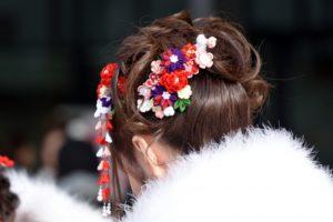 成人の日 着物の女性 髪飾り