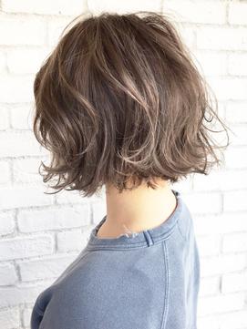 ウェーブショート 髪型