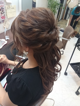 ウェーブハーフアップ 髪型