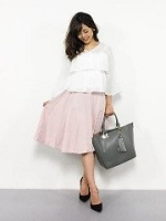 ピンクのスカート コーデ