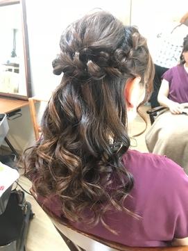 三つ編みハーフアップ 髪型