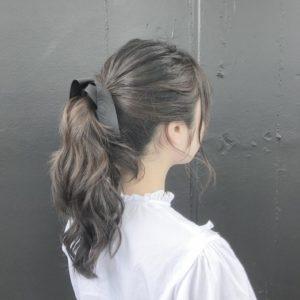 ポニーテール 女性 髪型