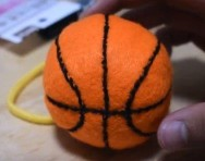フェルトで作ったミニバスケットボール