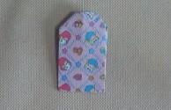 折り紙の角を折る