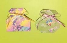 折り紙で作った巾着型のお守り