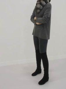 ロングスエードブーツ 細身パンツ 女性