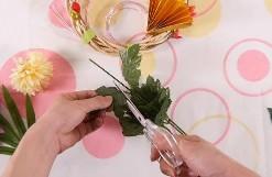 造花の葉をカット