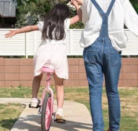一輪車 女の子 母親