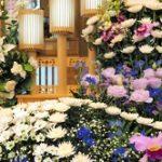 葬儀の供花・花輪のお礼状例文!お返しの時期は?相場や品物は?