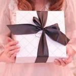 退職祝いで女性にプレゼント!年代別おすすめをご紹介。