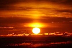 日の出 昇る