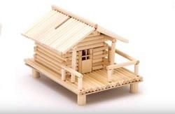 木で作った家の貯金箱