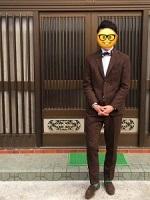 焦げ茶のスーツ 蝶ネクタイ メンズコーデ